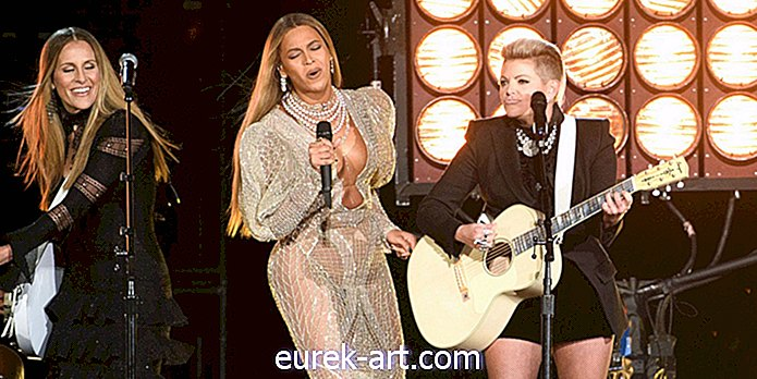 CMA Menanggapi Kritikan Over Beyonce dan Dixie Chicks Performance