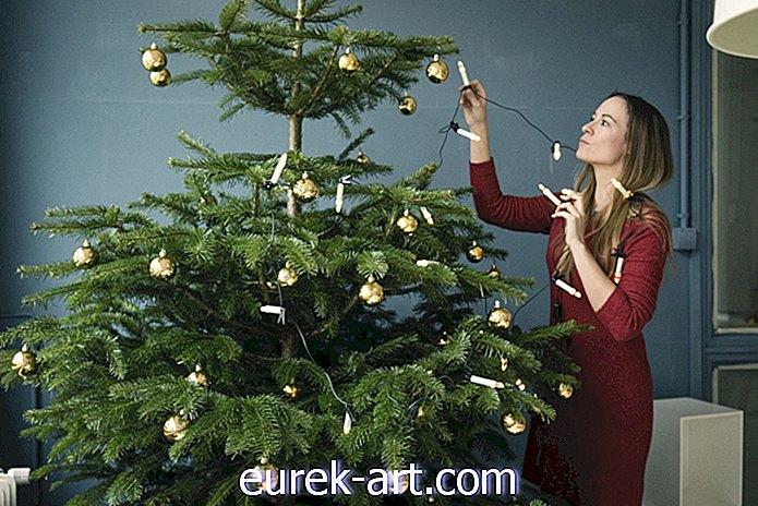 So hängen Sie Weihnachtslichter an Ihren Baum-Deko-Ideen
