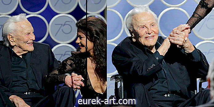 The Golden Globes Just Honored Kirk Douglas Dengan Tribute-menghiburkan