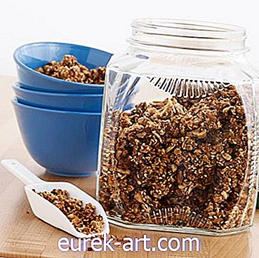 Cinnamon-Walnut Granola