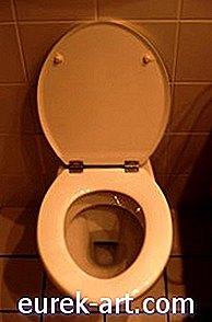 Mans tualetes pludiņš ir iestrēdzis